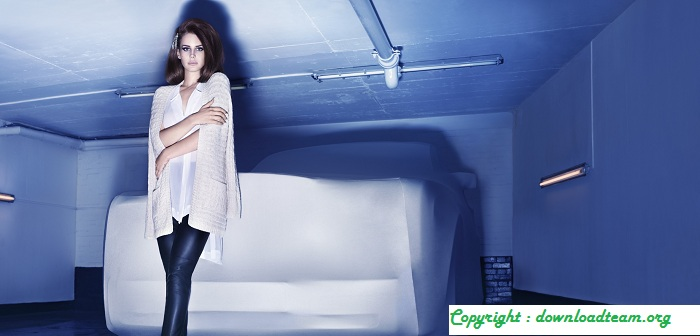 Lana Del Rey In H&M Online